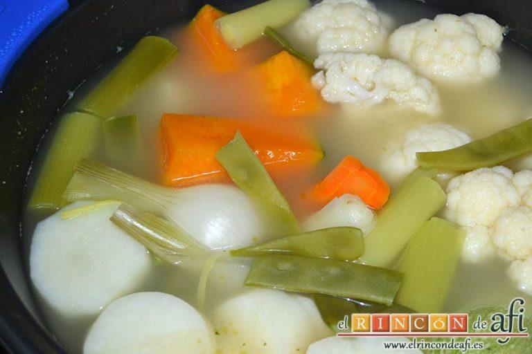 Cocido vegetal con escabeche de tomate seco, dejar cocer