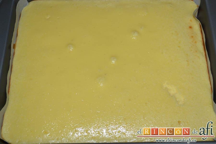 Cuadrados de tarta de queso, hornear y dejar enfriar sobre rejilla