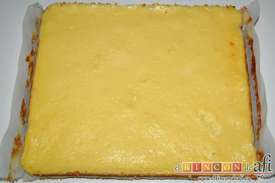 Cuadrados de tarta de queso, desmoldar