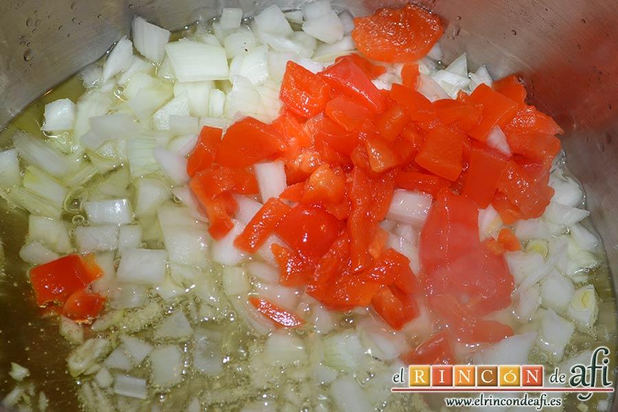 Pota con garbanzos, añadir la cebolla y el pimiento