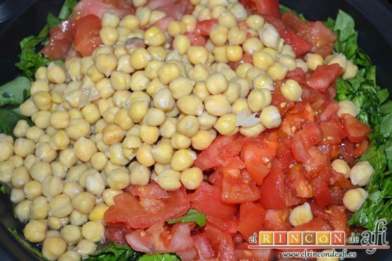 Sopa española de garbanzos y chorizo de Jamie Oliver, añadir el caldo