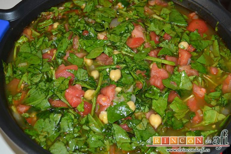 Sopa española de garbanzos y chorizo de Jamie Oliver, remover bien