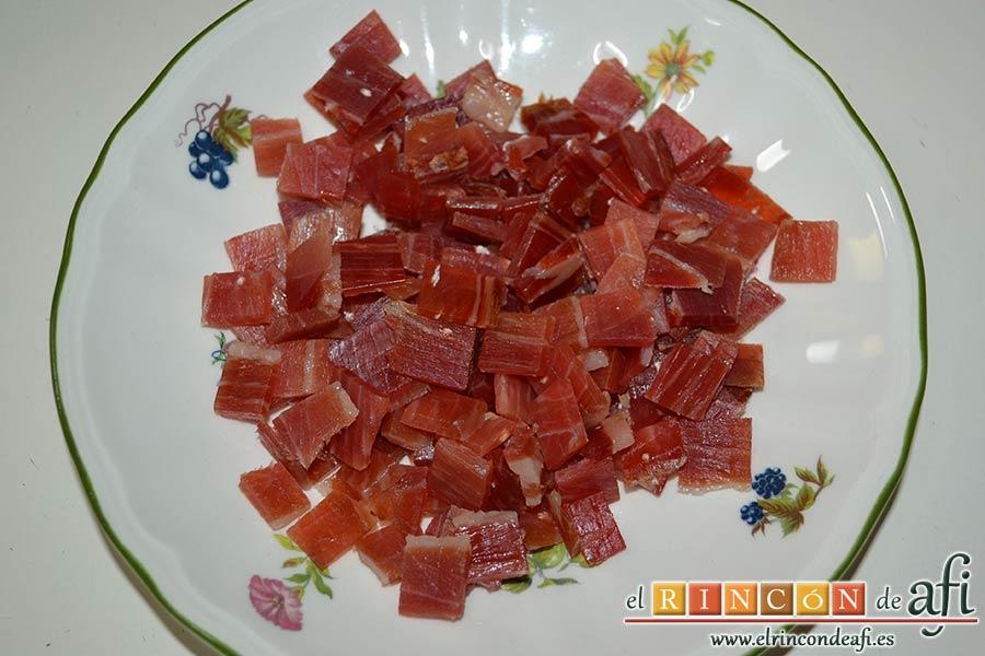Sopa española de garbanzos y chorizo de Jamie Oliver, cortar unos taquitos de jamón serrano