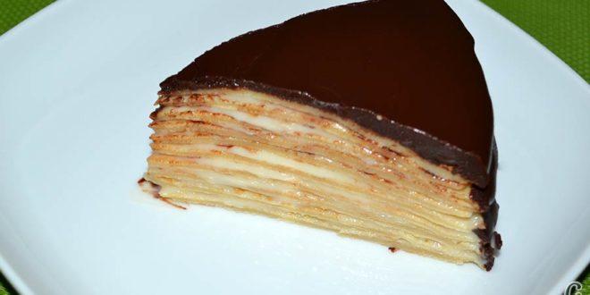 Tarta de filloas con relleno de crema pastelera y cobertura de chocolate