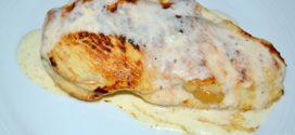Filetes de pollo rellenos con manzanas asadas, queso y miel