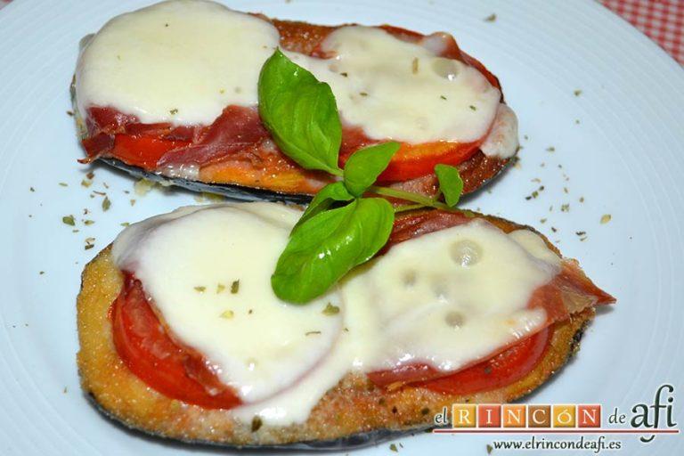 Berenjenas con tomates en rama, jamón y mozzarella, sugerencia de presentación
