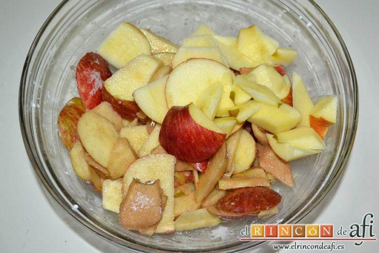 Kuchen de manzana, mezclar y añadir las manzanas troceadas