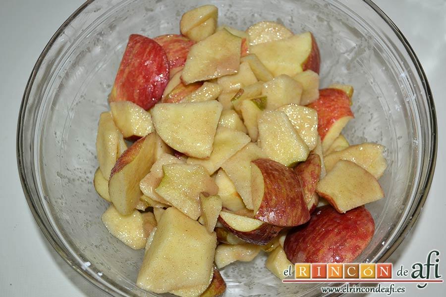 Kuchen de manzana, embadurnar bien