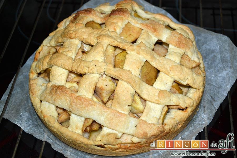 Kuchen de manzana, dejar enfriar y desmoldar