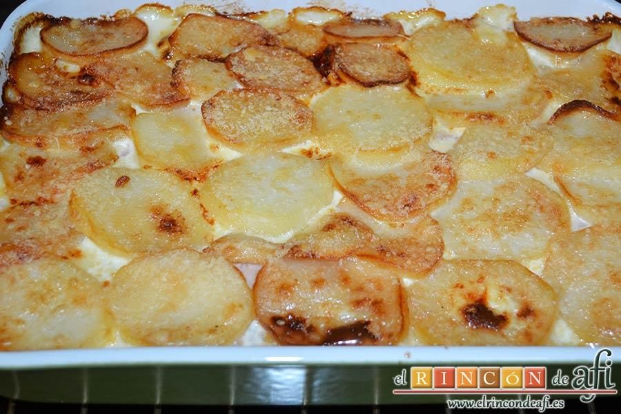 Pastel de chuletas de Sajonia con papas y verduras, dejar enfriar