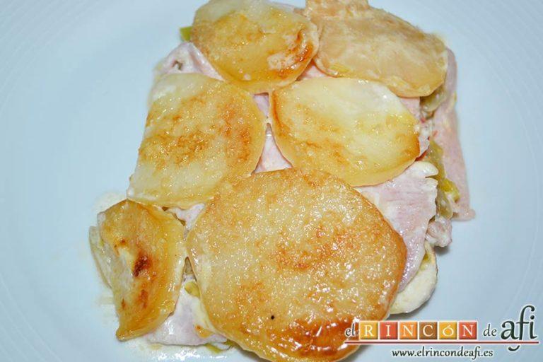 Pastel de chuletas de Sajonia con papas y verduras, sugerencia de presentación