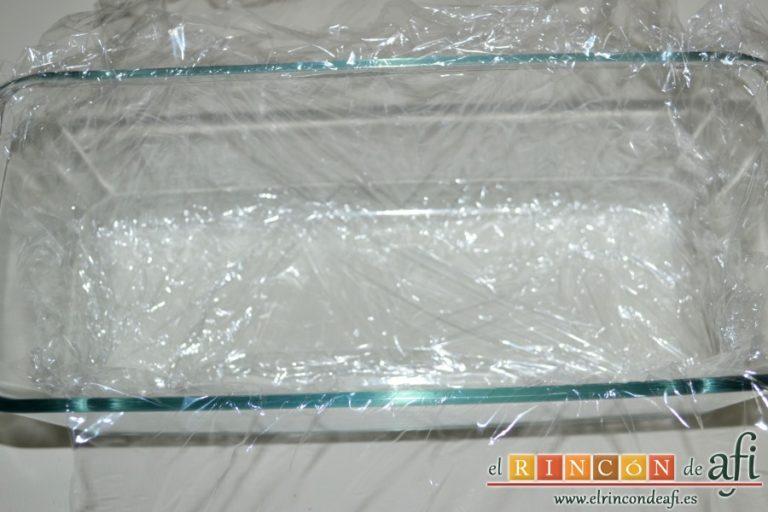 Pastel de pan de molde, forrar un molde con film