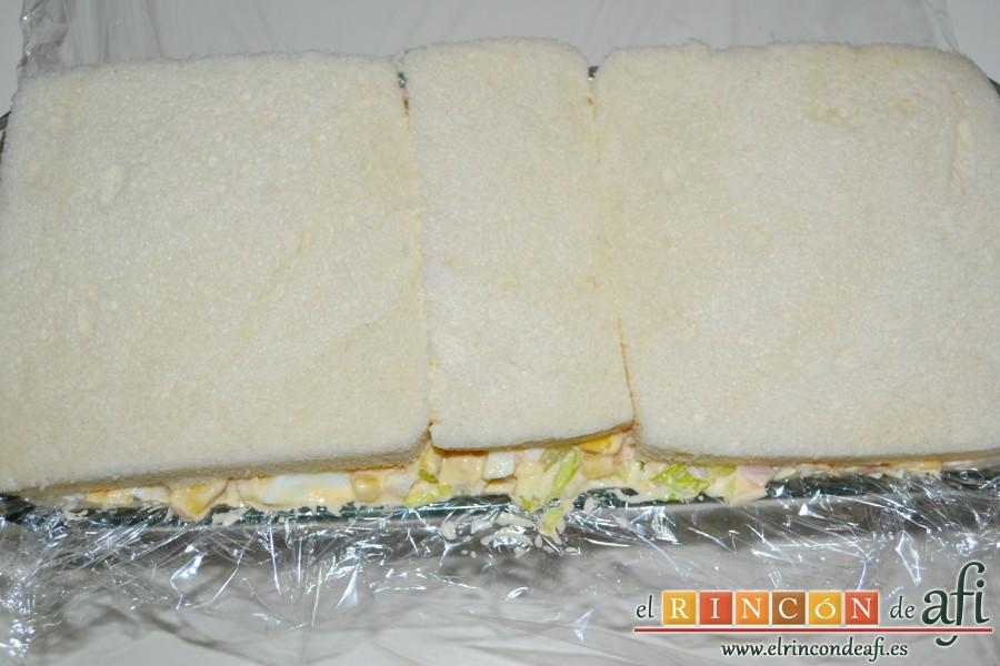 Pastel de pan de molde, cubrir con una última capa de pan de molde