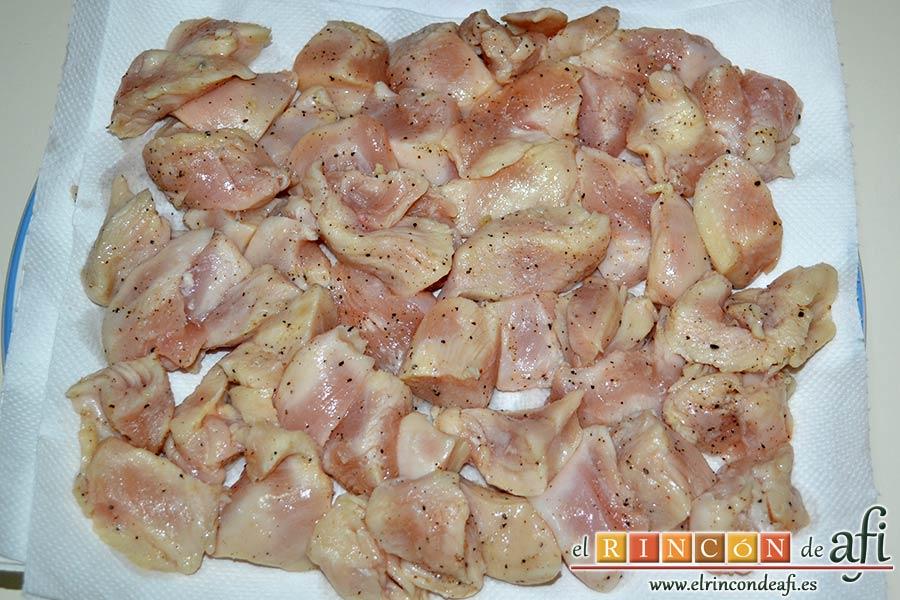 Pollo al limón, secarlo bien con papel de cocina