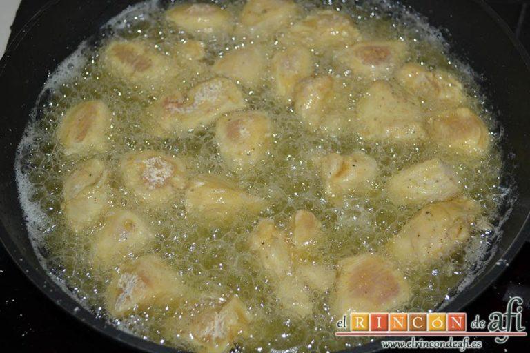 Pollo al limón, freírlos bien