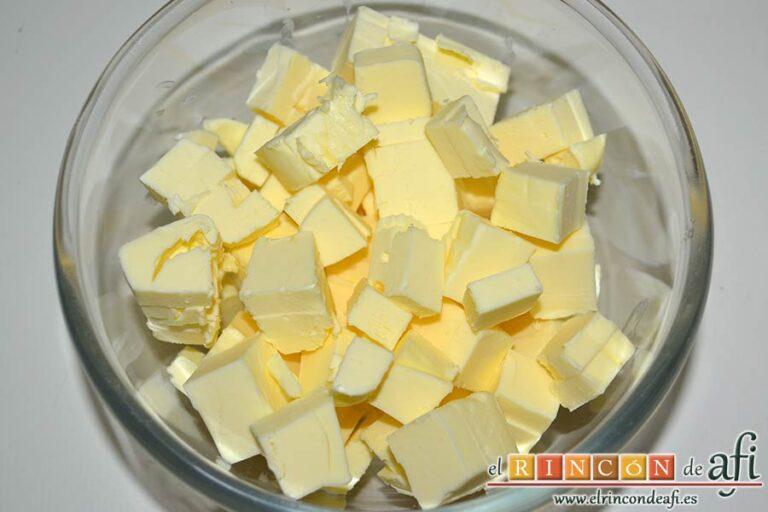 Biscuits afganos o Afghan biscuits, poner la mantequilla fría en dados en un bol