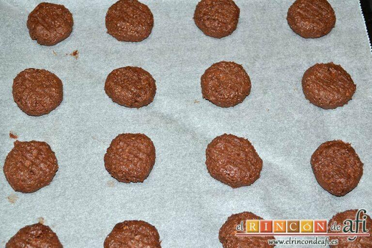 Biscuits afganos o Afghan biscuits, formar las galletas en la bandeja de horno