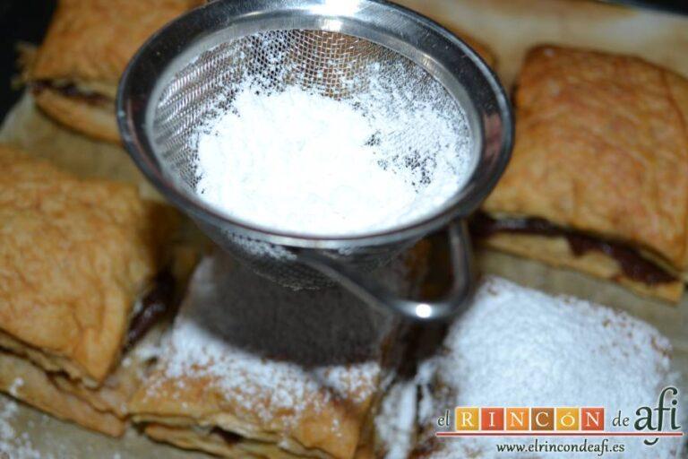 Miguelitos de la Roda, espolvorear con azúcar glass