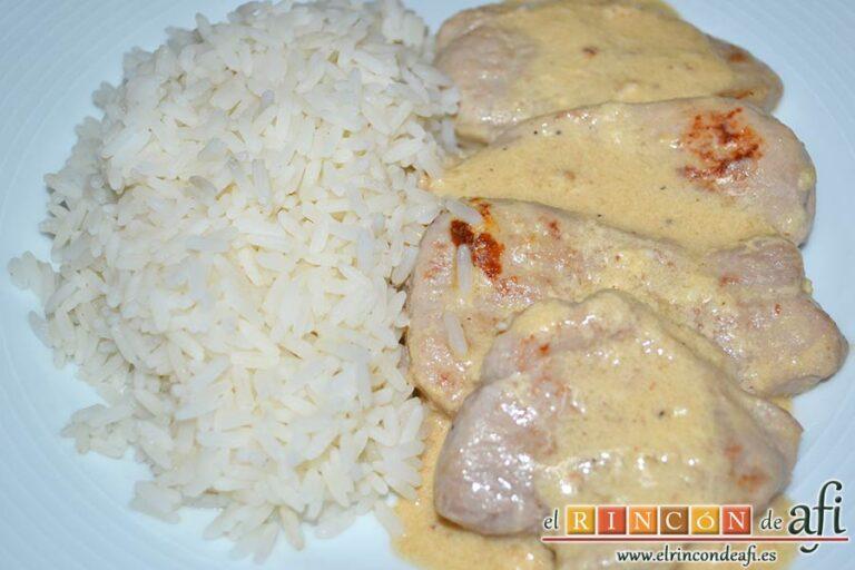 Solomillo de cerdo con salsa de quesos, sugerencia de presentación