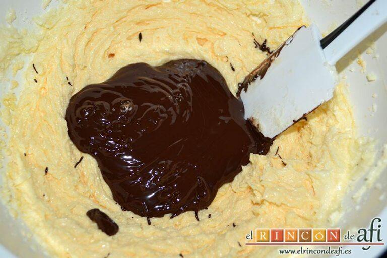 Tarta Caprese o Torta Caprese, agregar el chocolate negro reservado