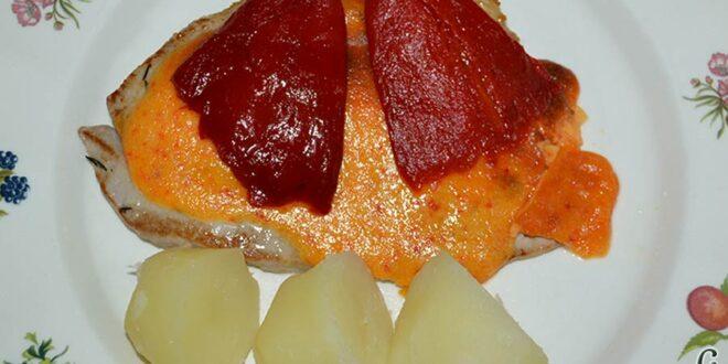 Filetes de atún rojo gratinados con mayonesa de pimientos del piquillo