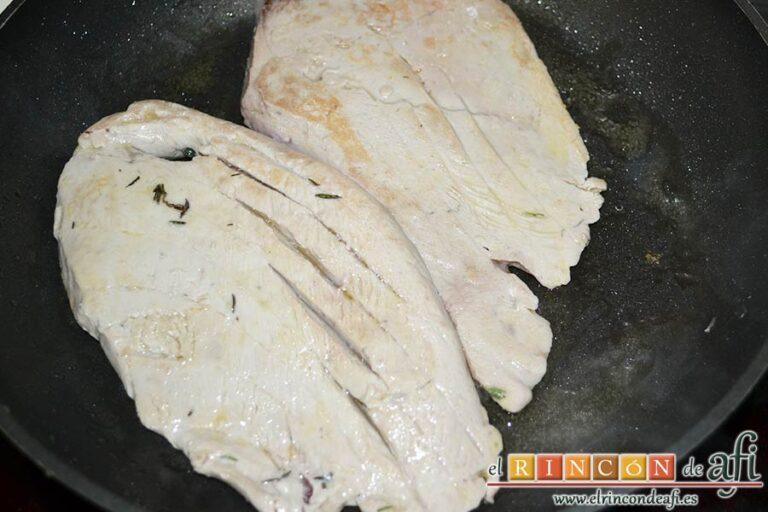 Filetes de atún rojo gratinados con mayonesa de pimientos del piquillo, hacerlos por ambas caras