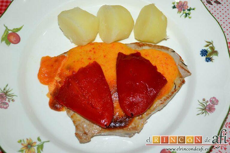 Filetes de atún rojo gratinados con mayonesa de pimientos del piquillo, sugerencia de presentación