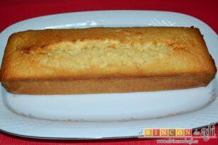 Pastel de coco con un toque de limón, desmoldar