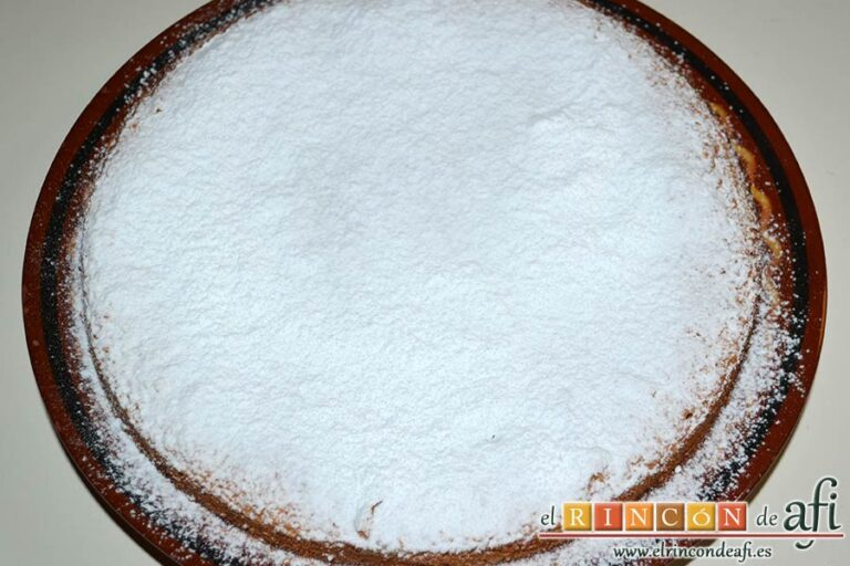 Tarta de almendras, espolvorear con azúcar glass