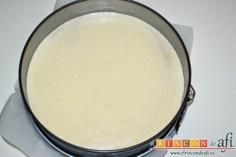 Tarta de almendras, verter la mezcla sobre el molde preparado